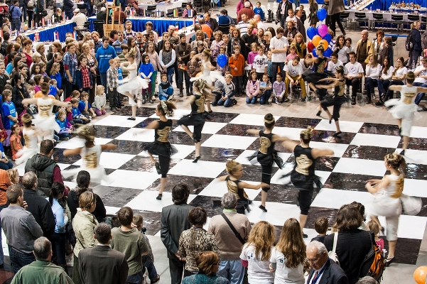013 PolgarChessFestival2012 live chess choreography
