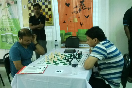 GM Niaz Murshed playing against GM Enamul Hossain