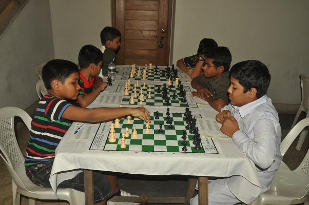 School students playing in the 13th Standard Chartered School Chess Tournament-2013-1