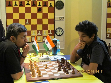 Experienced GM Kunte drew with young GM Vidit Gujrathi on top board