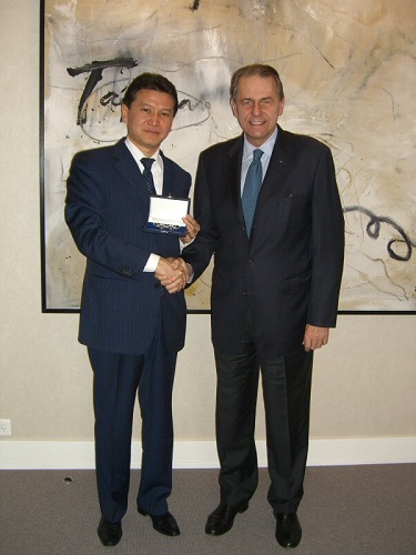 https://www.fide.com/images/stories/NEWS_2015/FIDE_News/20_years/Jacques_Rogge_2007.jpg
