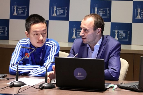 Wei Yi with the tournament commentator Evgeny Miroshnichenko