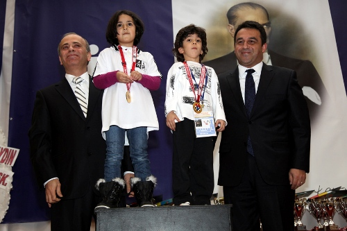 President_of_TCF_Ali_Nihat_Yazici_and_with_PR_Director_of_Turkish_Is_Bank_with_the_youngest_participants