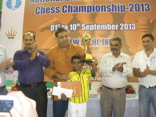 Ram-Aravind-receiving-Winners-trophy
